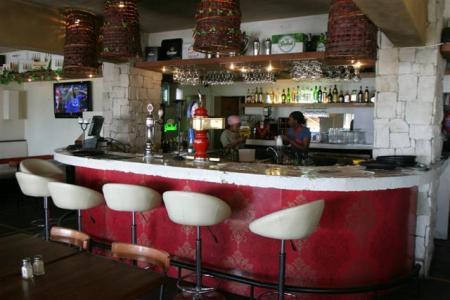 La Vie Cafe Bar Review